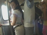 Groped MILF Gives Tekoki To Stranger In Train